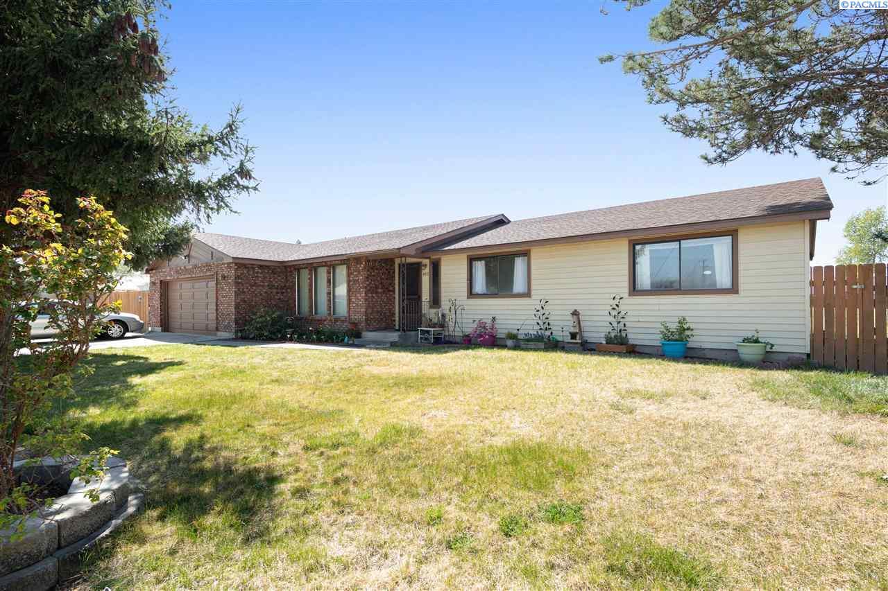 Single Family Homes for Sale at 4312 S Washington Street Kennewick, Washington 99337 United States