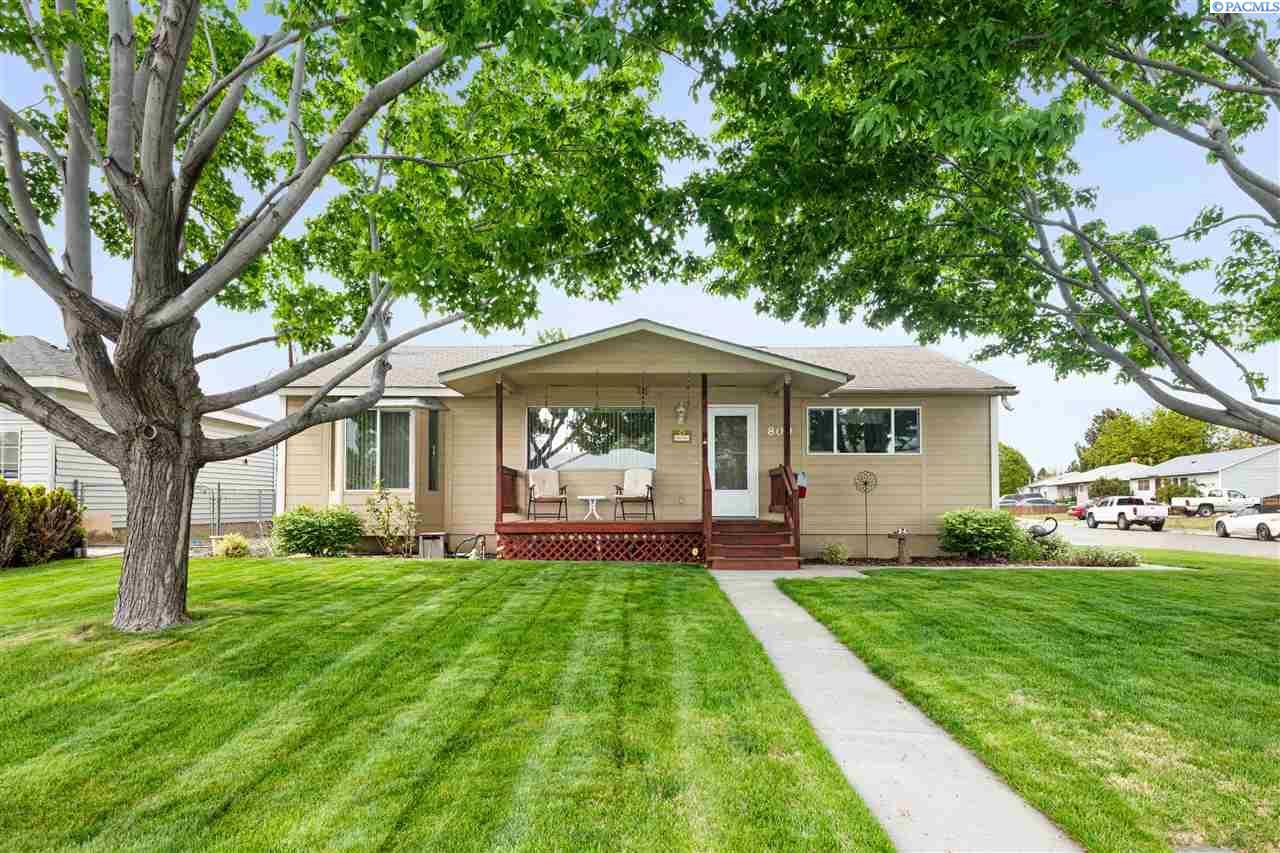 Single Family Homes for Sale at 800 Catskill Street Richland, Washington 99354 United States