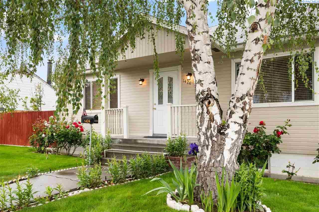 Single Family Homes for Sale at 1424 Goethals Drive Richland, Washington 99354 United States