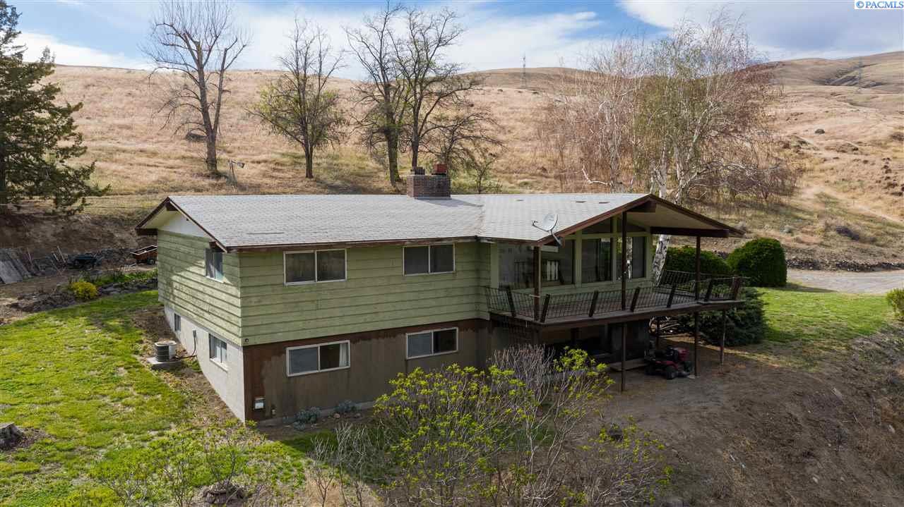 Single Family Homes for Sale at 76808 N SR 225 Hwy Benton City, Washington 99320 United States