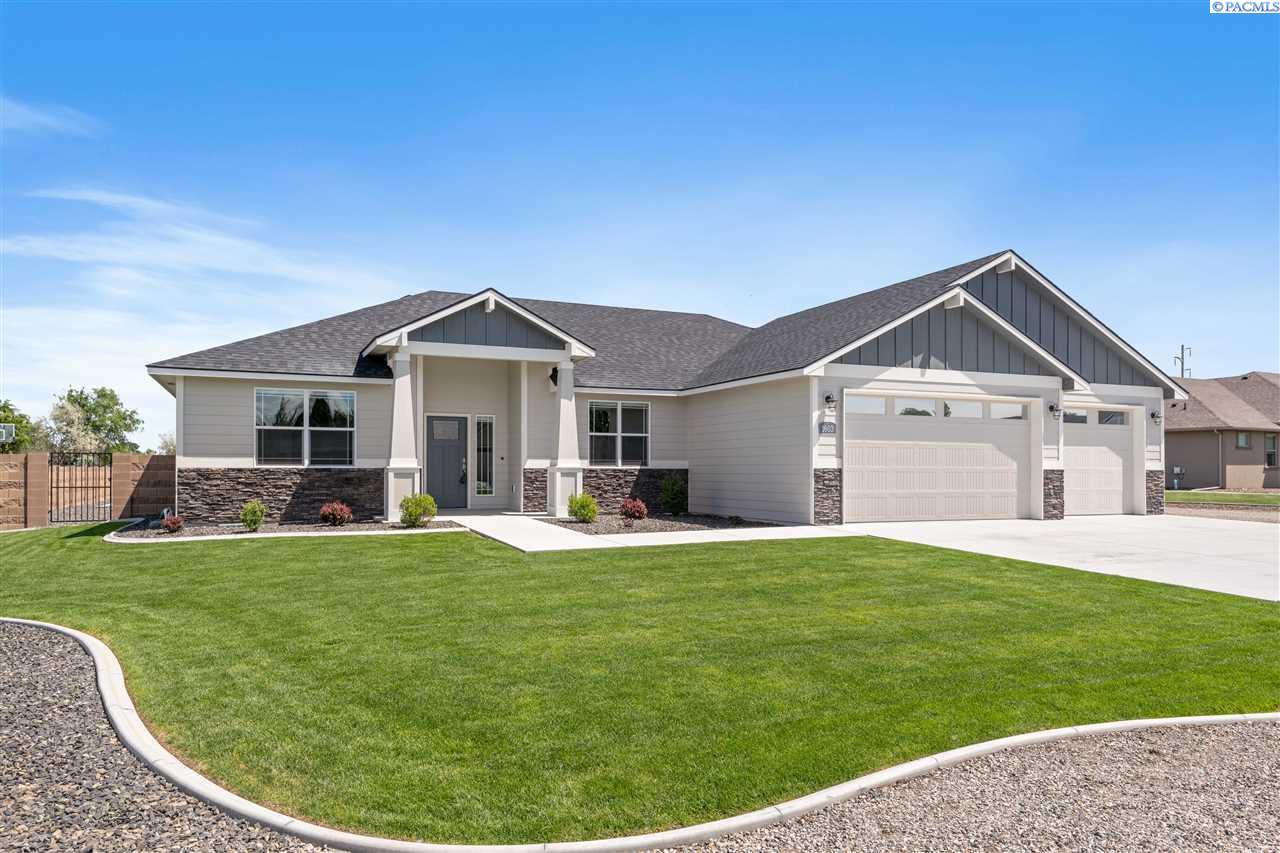 Single Family Homes for Sale at 1603 Steele Court Pasco, Washington 99301 United States
