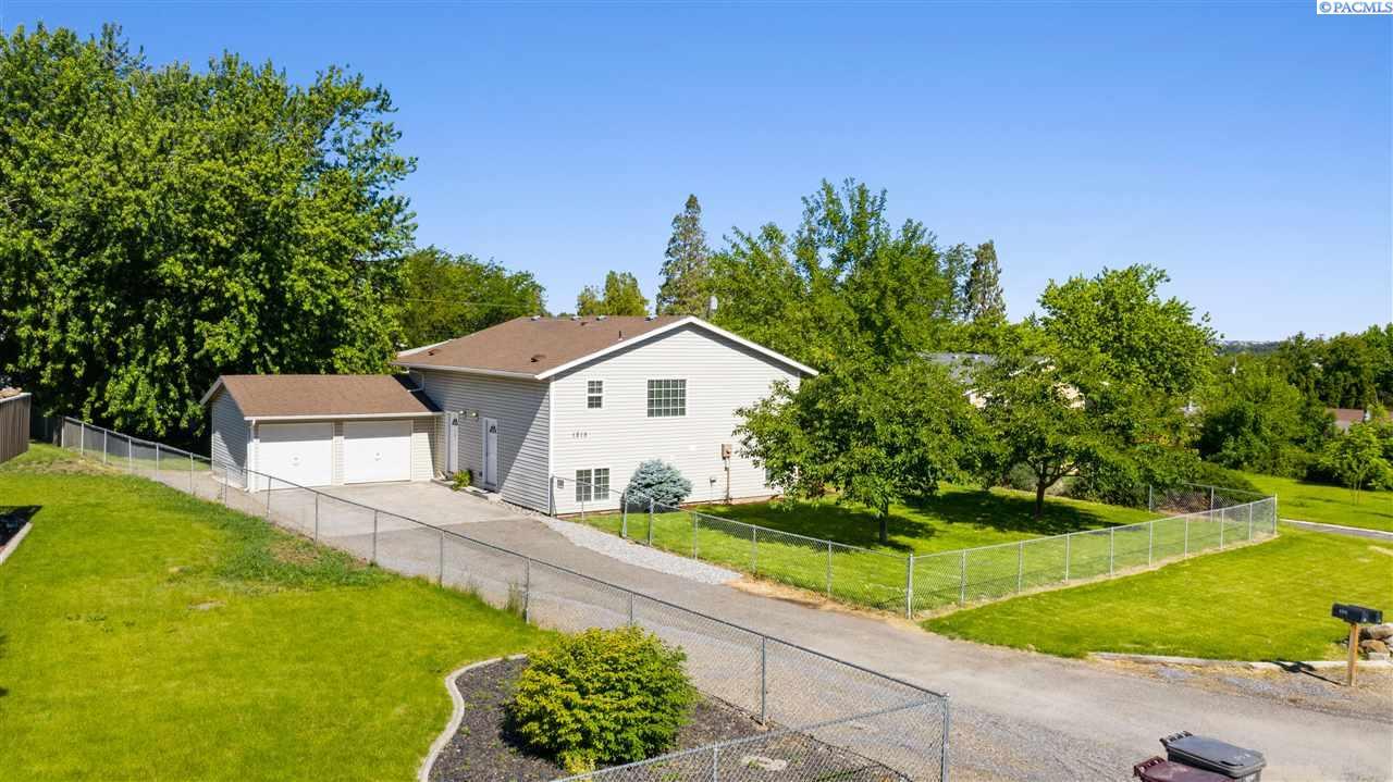 Duplex Homes for Sale at 1215 N Williams Street Kennewick, Washington 99336 United States