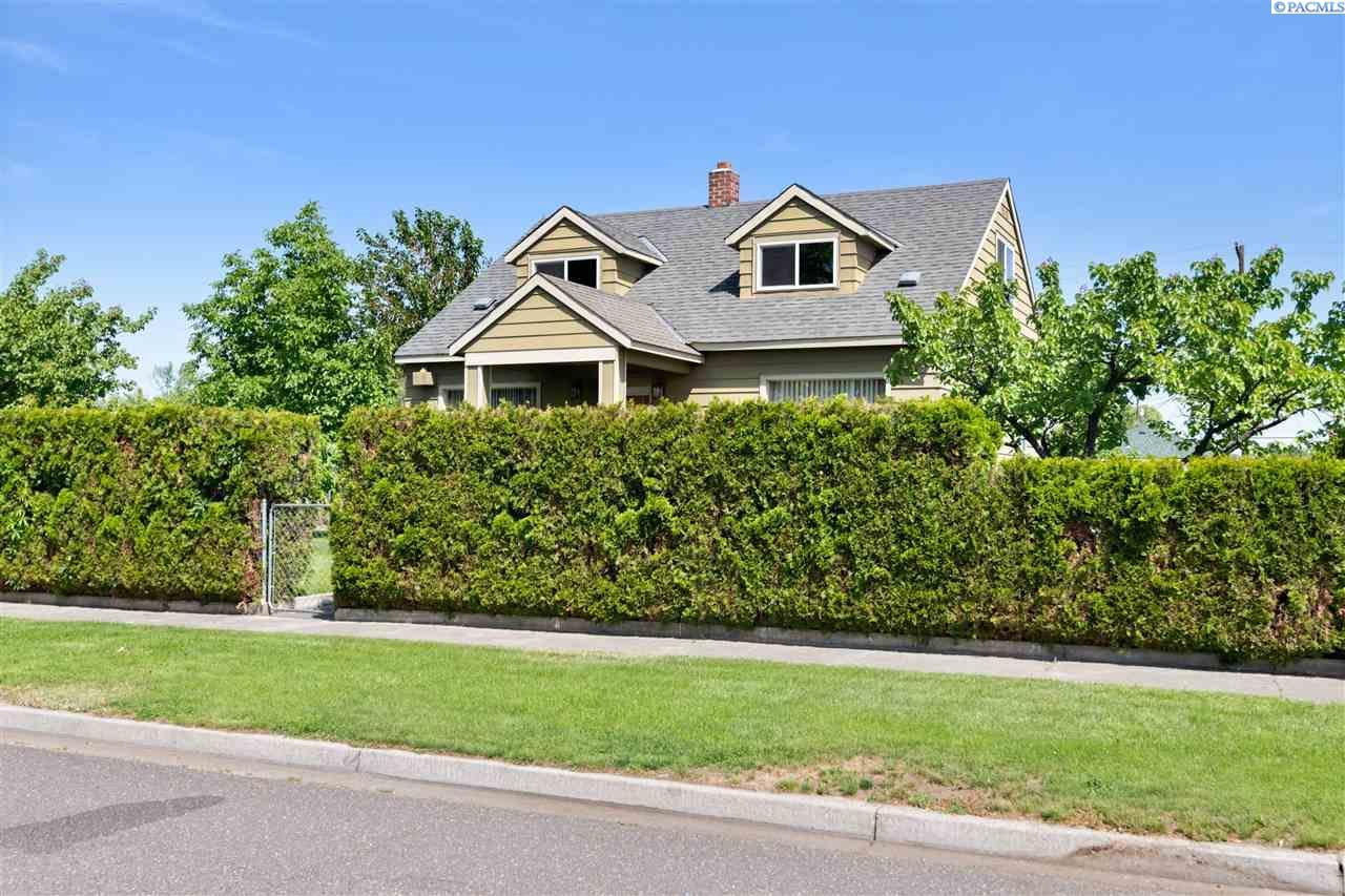 Single Family Homes for Sale at 1303 W YAKIMA Street Pasco, Washington 99301 United States