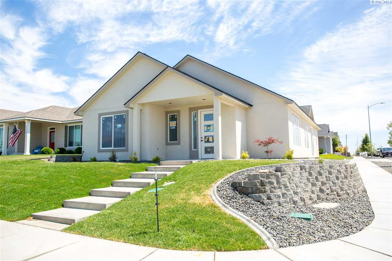 Single Family Homes for Sale at 2350 Parkview Avenue Richland, Washington 99352 United States