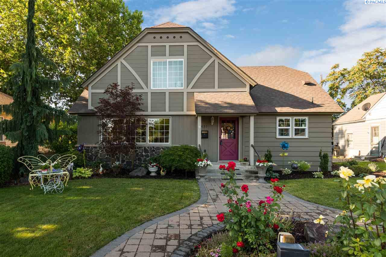 Single Family Homes for Sale at 623 W Kennewick Avenue Kennewick, Washington 99336 United States