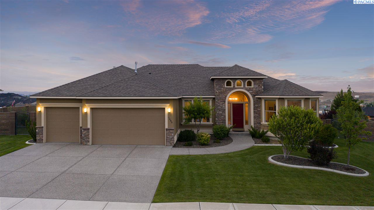 Single Family Homes for Sale at 1680 Sicily Lane Richland, Washington 99352 United States