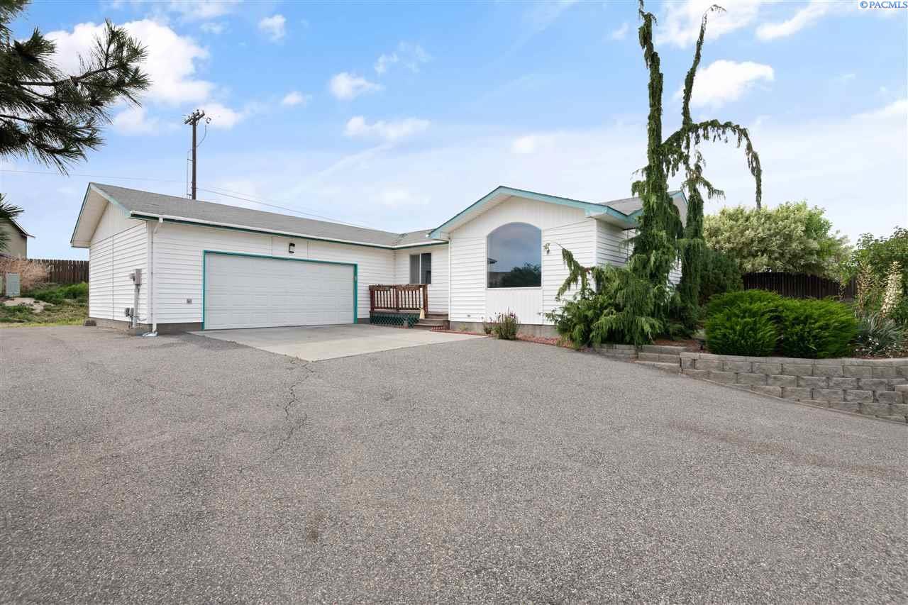 Single Family Homes for Sale at 4910 S Washington Street Kennewick, Washington 99336 United States