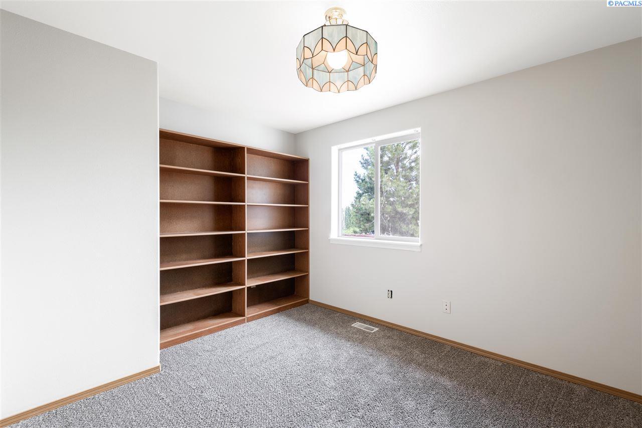 Additional photo for property listing at 4910 S Washington Street Kennewick, Washington 99336 United States