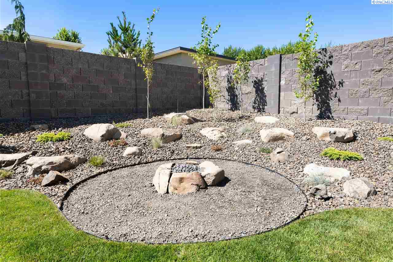 Additional photo for property listing at 1821 Neka Court Richland, Washington 99352 United States