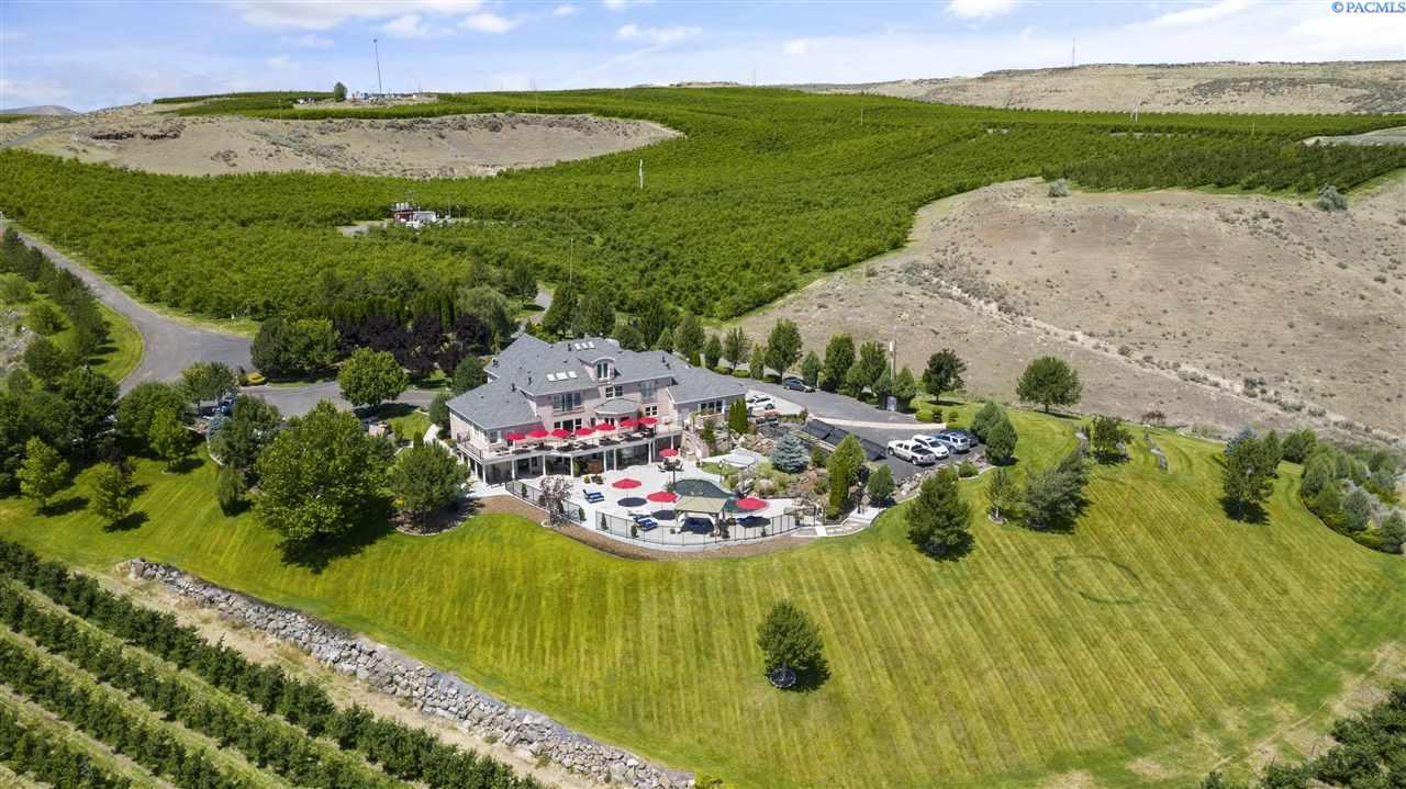 Additional photo for property listing at 1072 Oasis Road Touchet, Washington 99360 United States