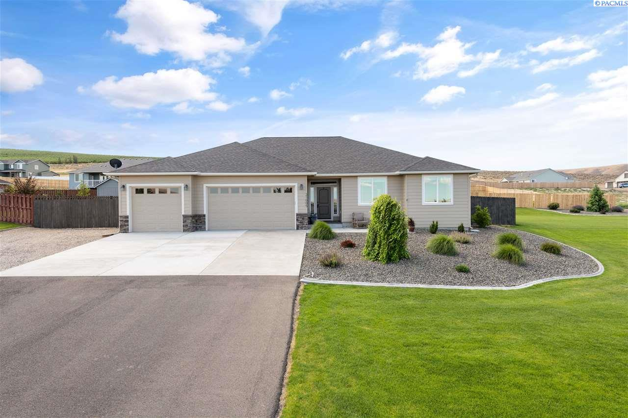 Single Family Homes for Sale at 21005 Berry Drive Benton City, Washington 99320 United States