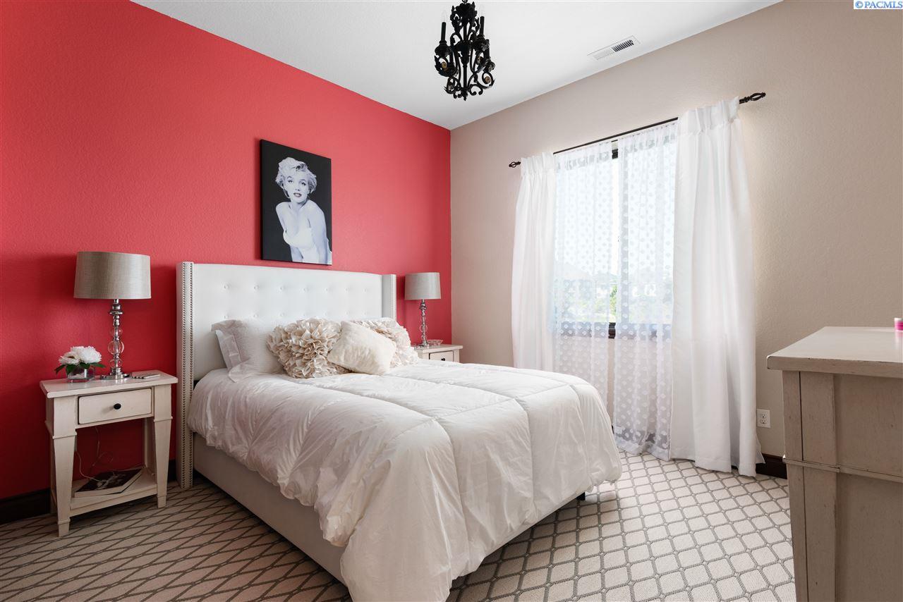 Additional photo for property listing at 1495 Badger Mountain Loop Richland, Washington 99352 United States