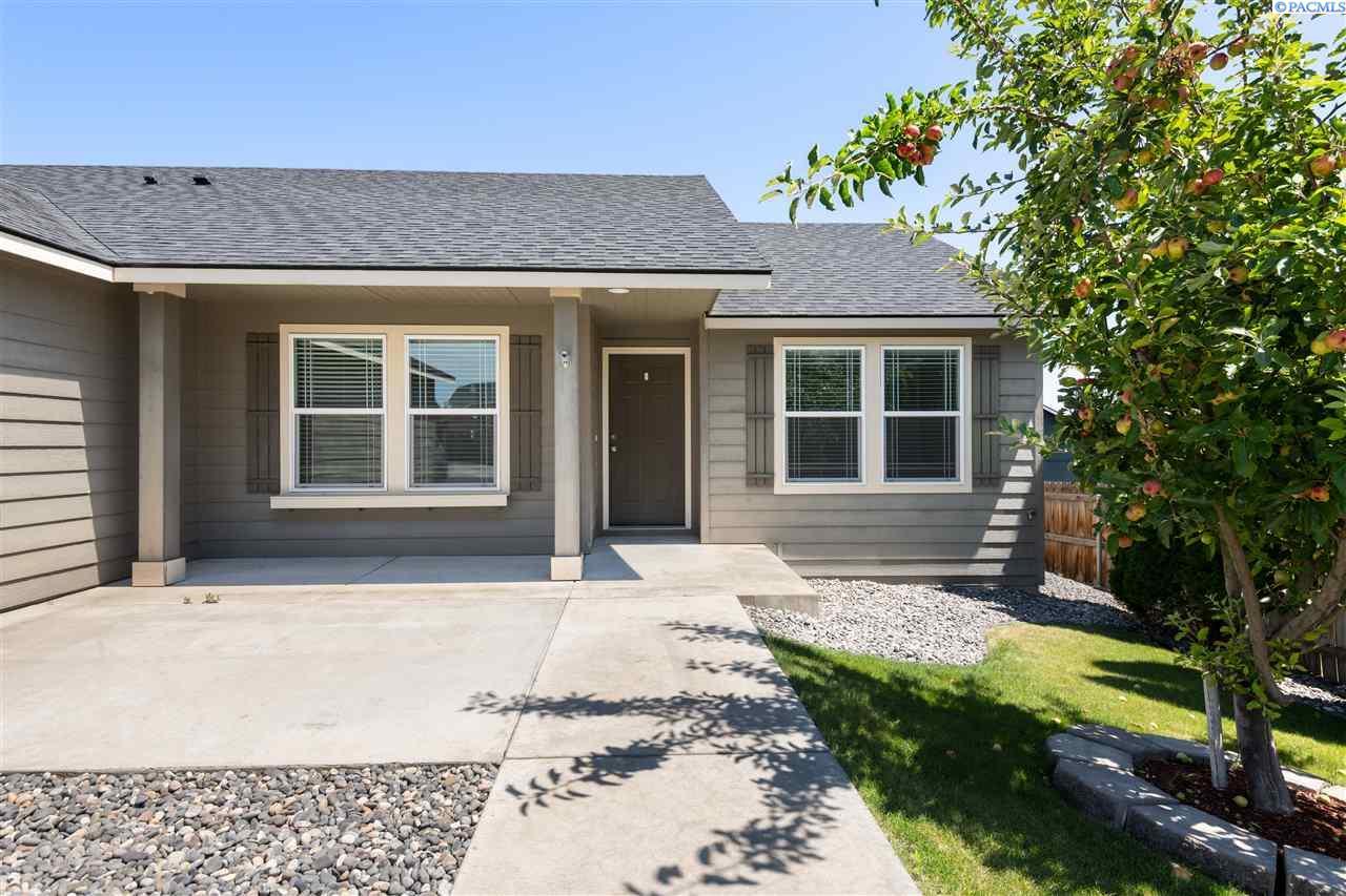 Single Family Homes for Sale at 1831 Crab Apple Circle West Richland, Washington 99353 United States
