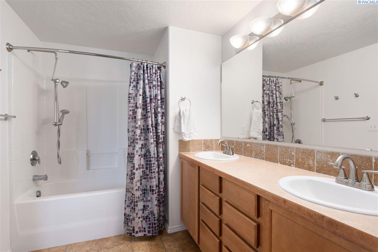 Additional photo for property listing at 1831 Crab Apple Circle West Richland, Washington 99353 United States