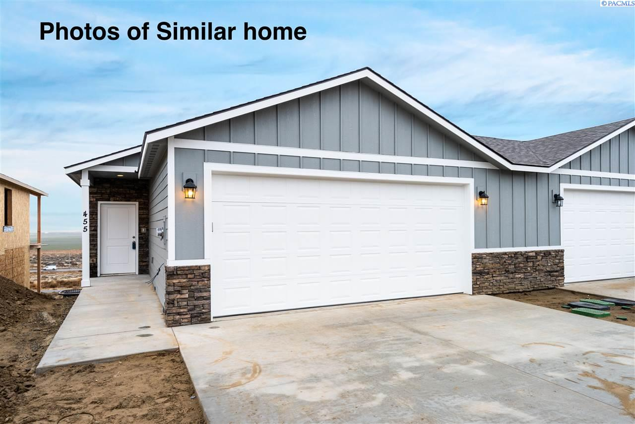 Single Family Homes for Sale at 495 Bedrock Loop West Richland, Washington 99353 United States