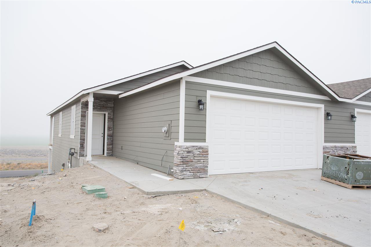 Single Family Homes for Sale at 507 Bedrock Loop West Richland, Washington 99353 United States