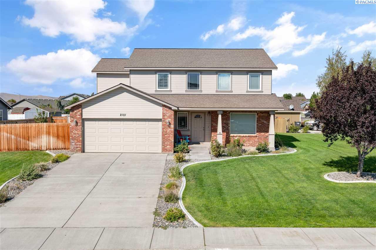 Single Family Homes for Sale at 2101 S Highland Blvd West Richland, Washington 99353 United States