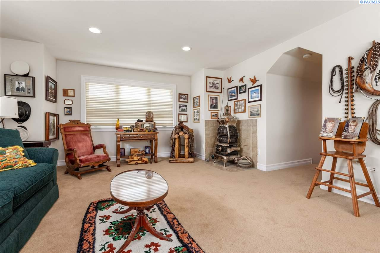 Additional photo for property listing at 226206 E Donelson Kennewick, Washington 99337 United States