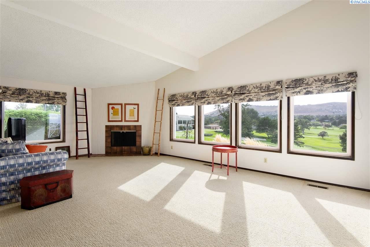 Property for Sale at 2021 Fairway Court Richland, Washington 99352 United States
