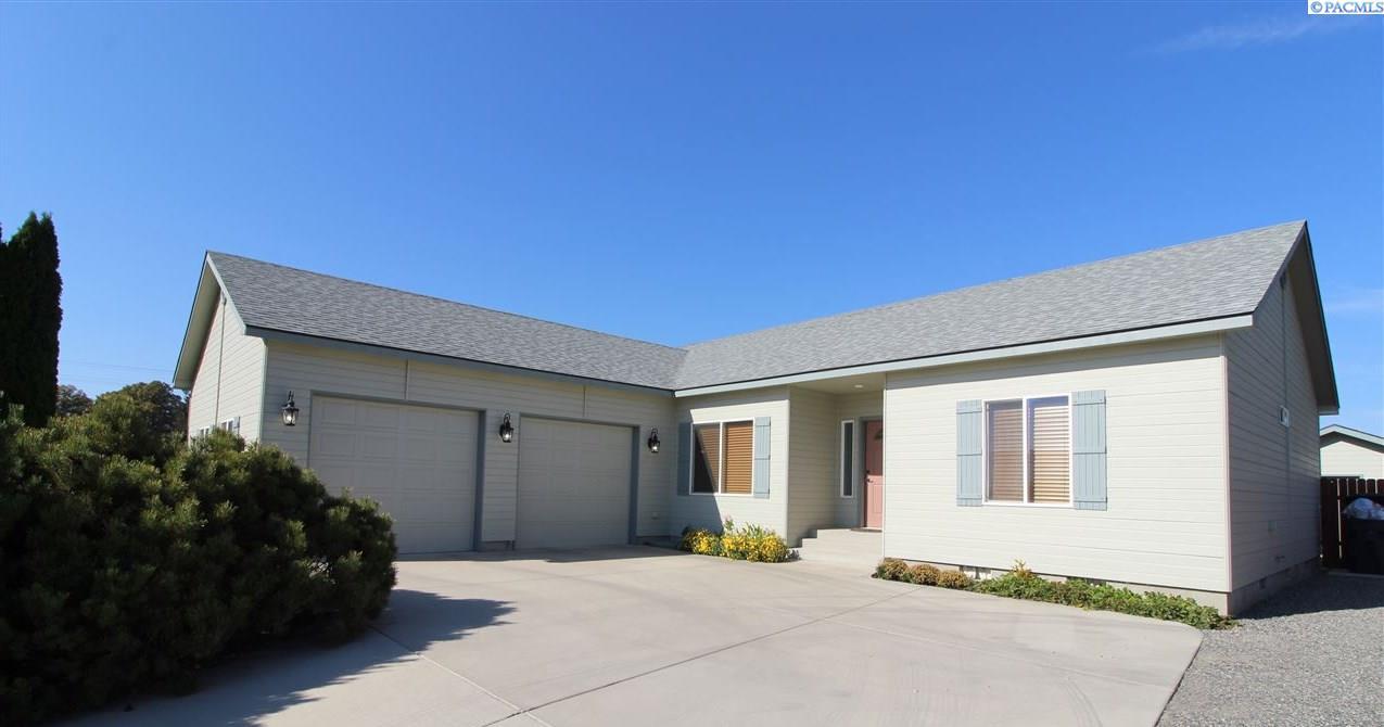 Single Family Homes for Sale at 700 Saturn Benton City, Washington 99320 United States