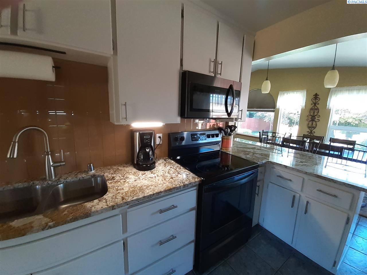 Additional photo for property listing at 2019 George Washington Way Richland, Washington 99354 United States