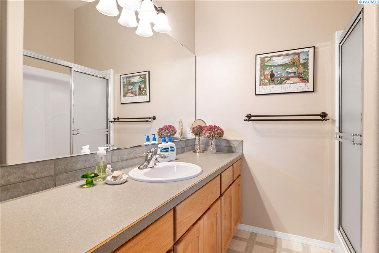 Additional photo for property listing at 5100 W 18th Avenue Kennewick, Washington 99338 United States