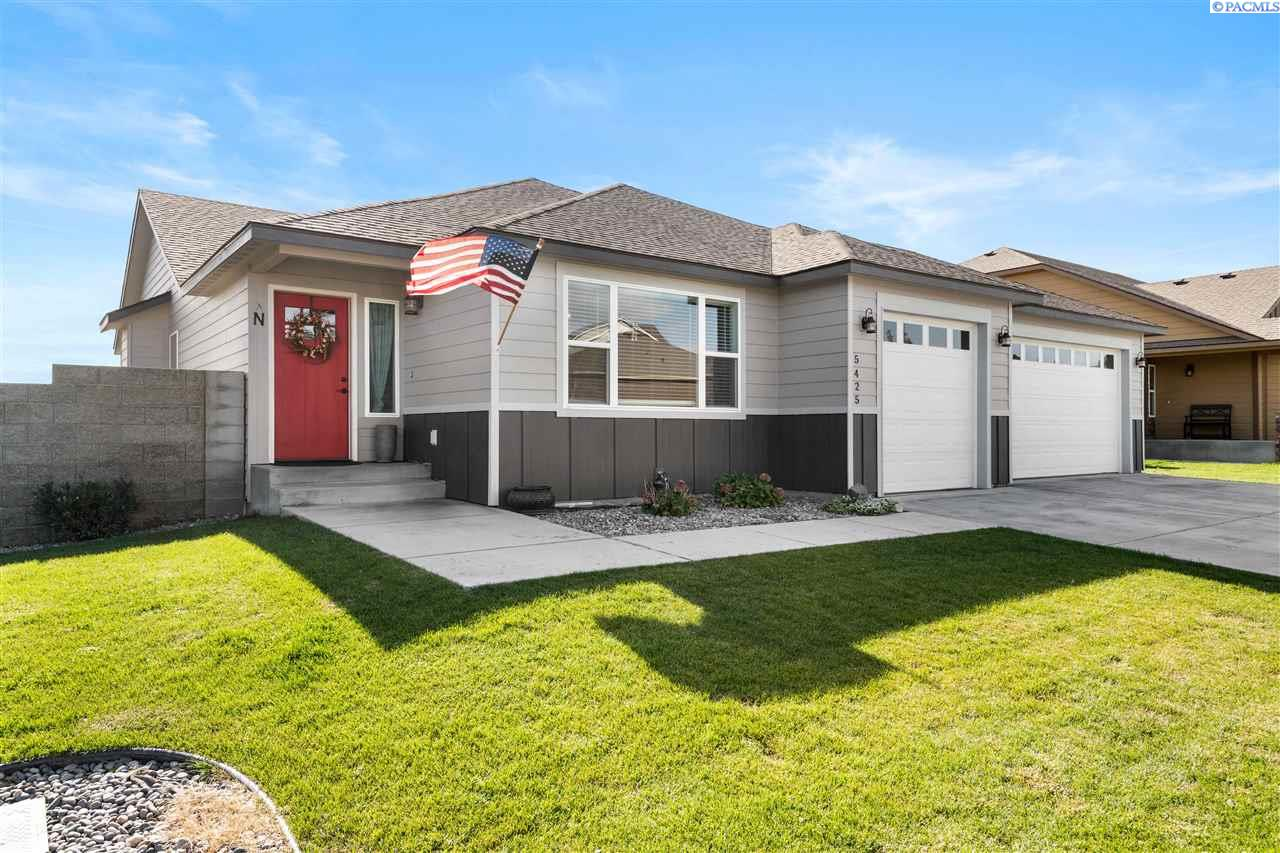 Single Family Homes for Sale at 5425 W 32nd Avenue Kennewick, Washington 99338 United States