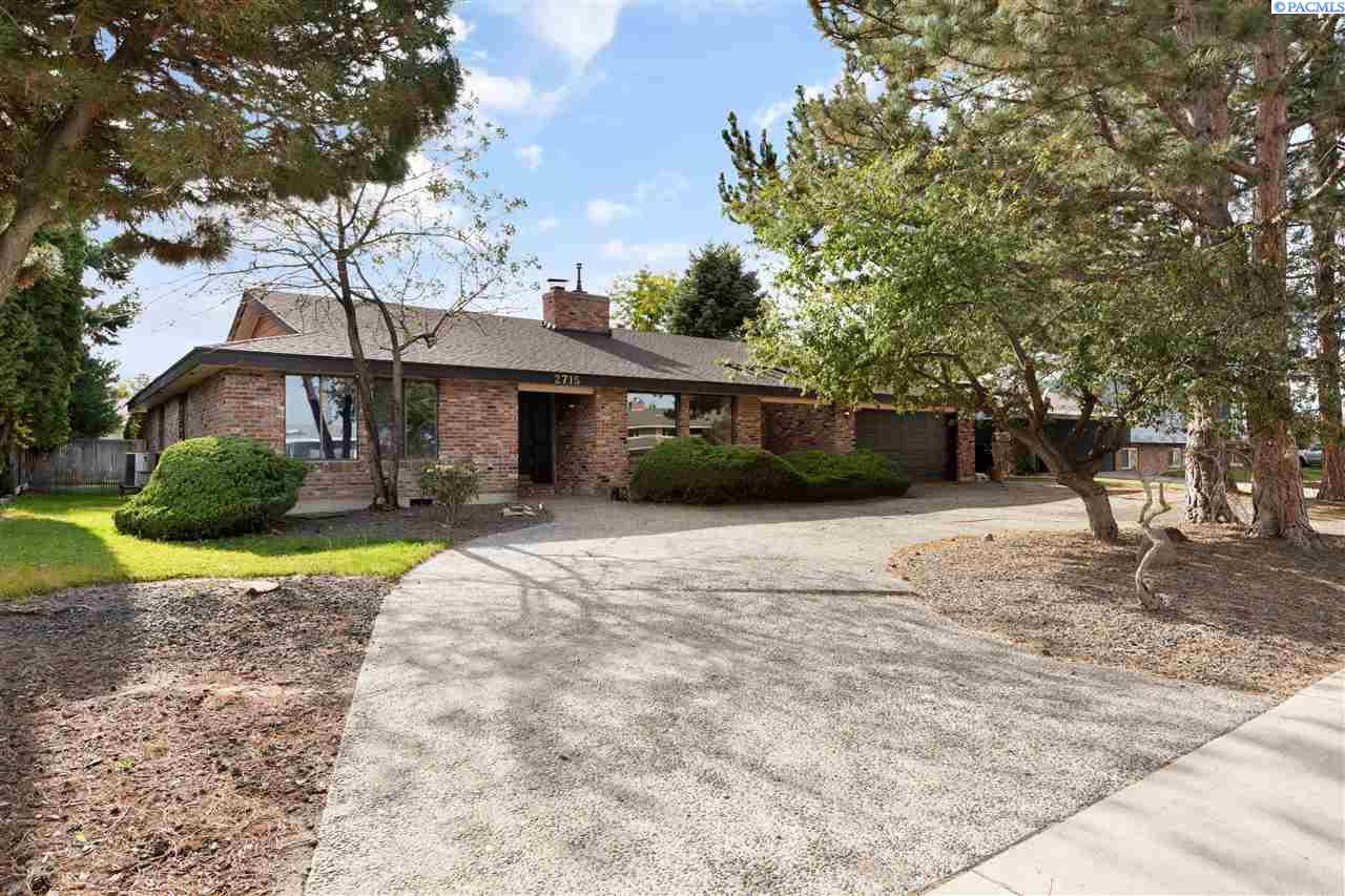 Single Family Homes for Sale at 2715 W Klamath Avenue Kennewick, Washington 99336 United States
