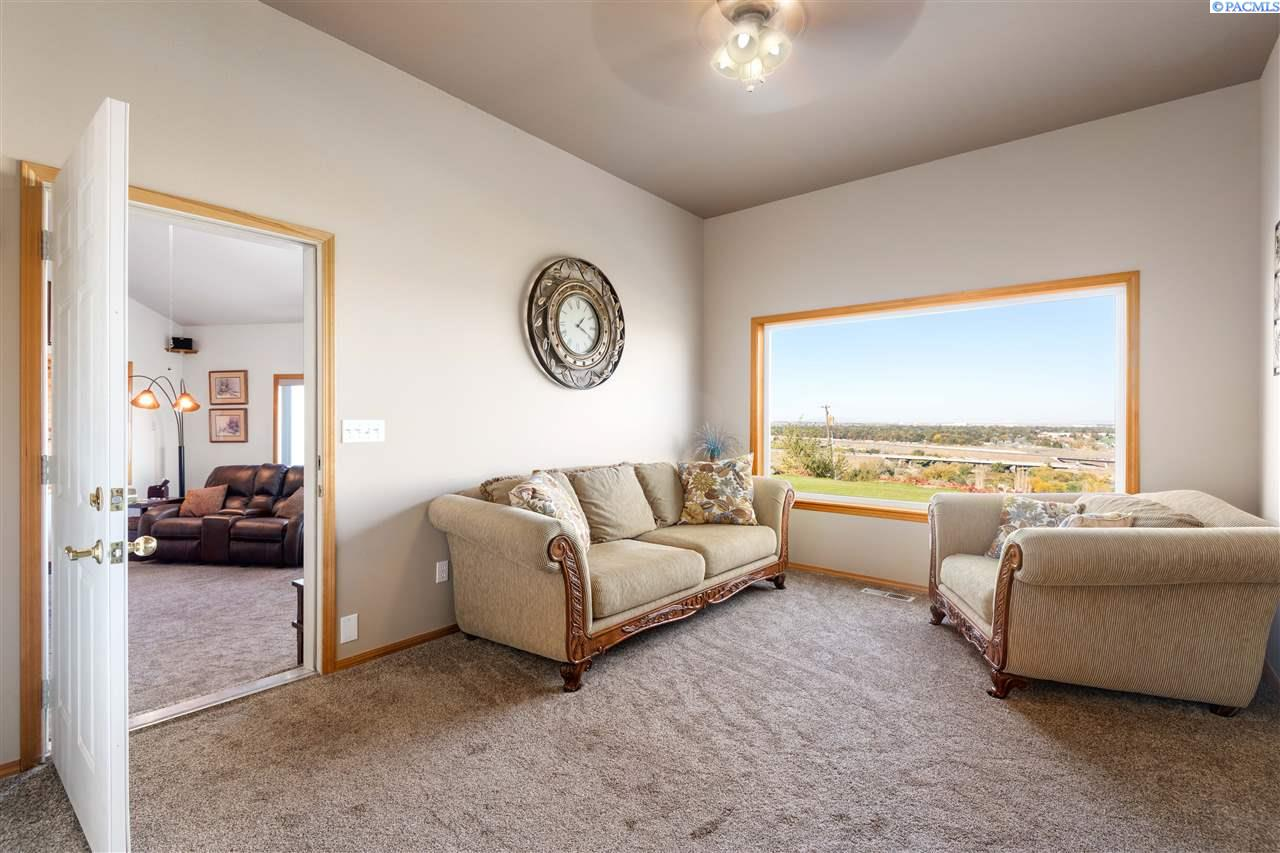 Additional photo for property listing at 345 Columbia Park Trail Richland, Washington 99352 United States