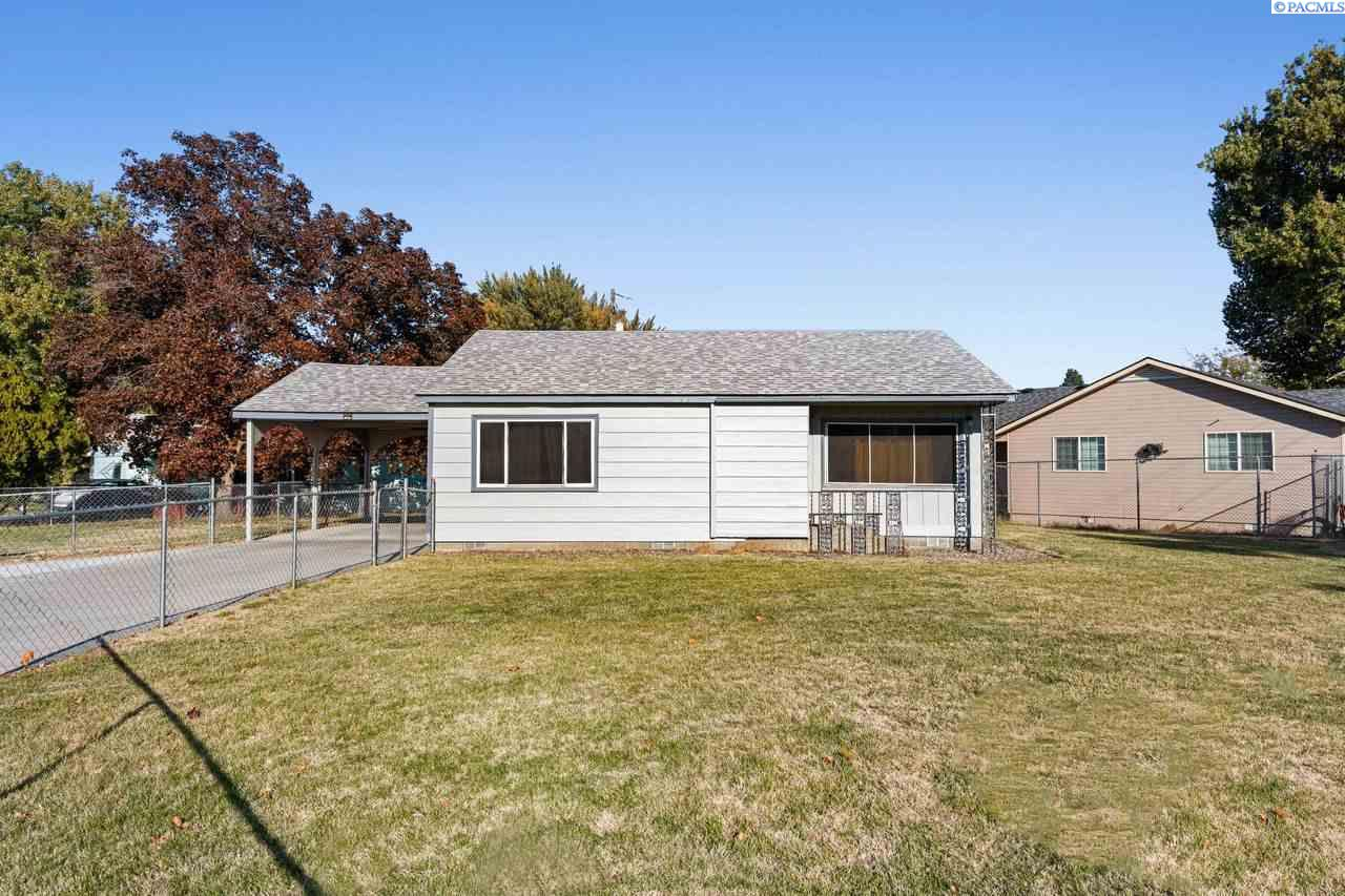 Single Family Homes for Sale at 1808 Longfitt Street Richland, Washington 99352 United States