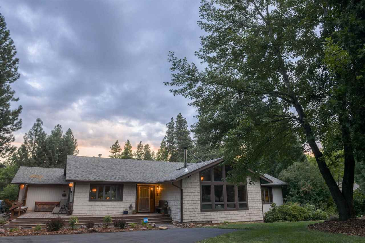 Fabulous floor plan and lots of natural light in this quality built home on 1 acre near Mt. Shasta Resort/golf course, Lake Siskiyou (Lake Trails), Castle Lake and Mt. Shasta Ski and Board Park.  This home features cathedral ceilings, built in cabinets, expansive windows looking out at Mt. Shasta, both family and living rooms, decks, and plenty of room for outdoor living.   Location, Location, Location!  Within walking distance to downtown Mt. Shasta.  This home has it all!