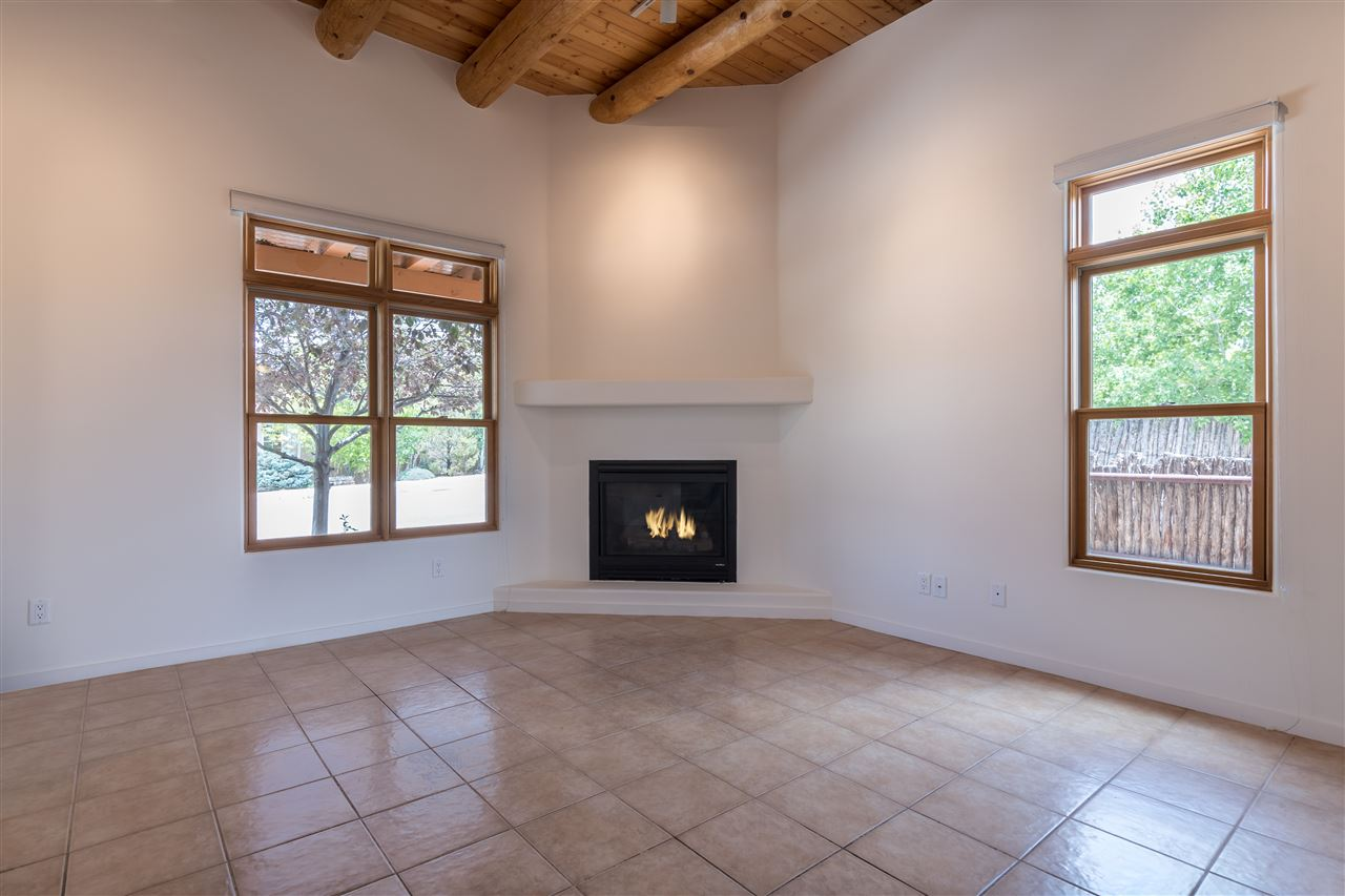 32 East Via Plaza Nueva, Santa Fe, NM 87507