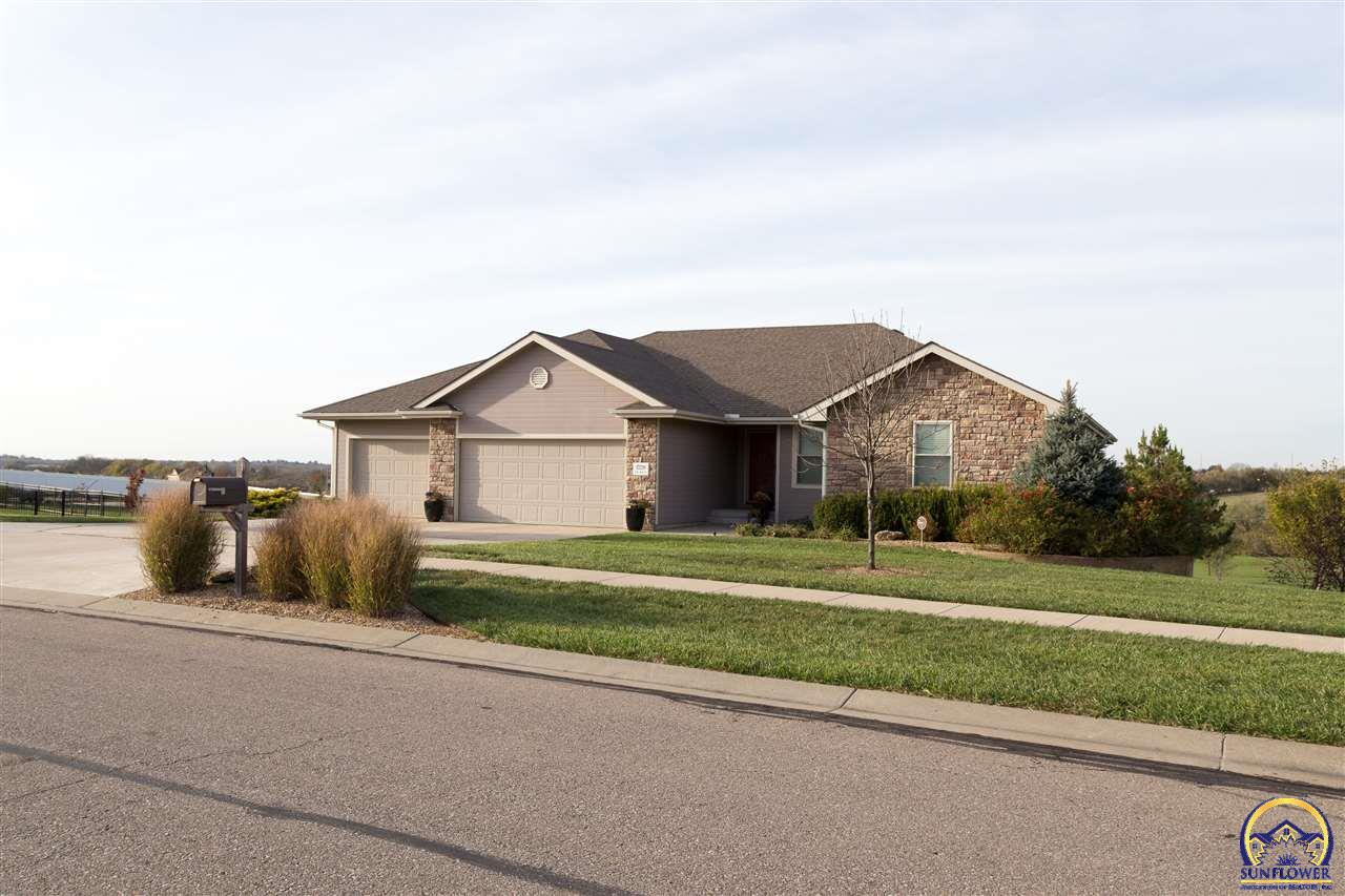 Topeka real estate 1728 nw 49th ct listing 192423 for Topeka home builders