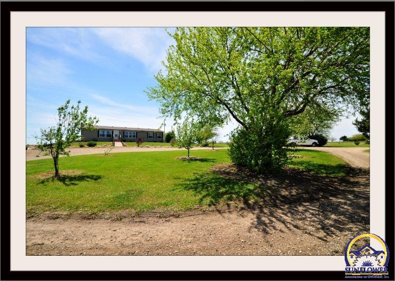 1223 SE 85th St, Wakarusa, KS 66546