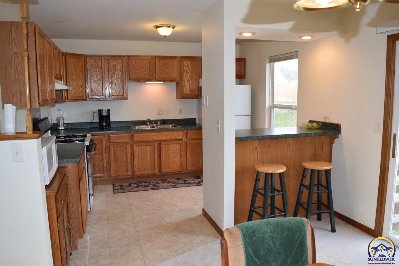 1626 Lindenwood Ln, Lawrence, KS 66044