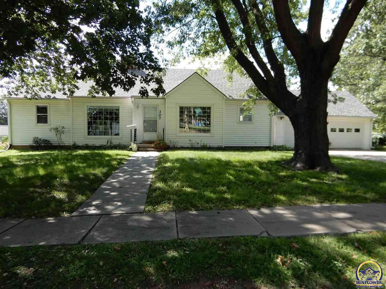 307 Iowa AVE, Holton, KS 66436