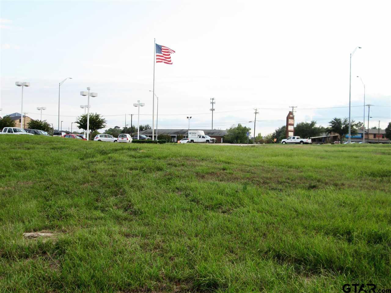 3908 S Loop 323, Tyler, TX 75701
