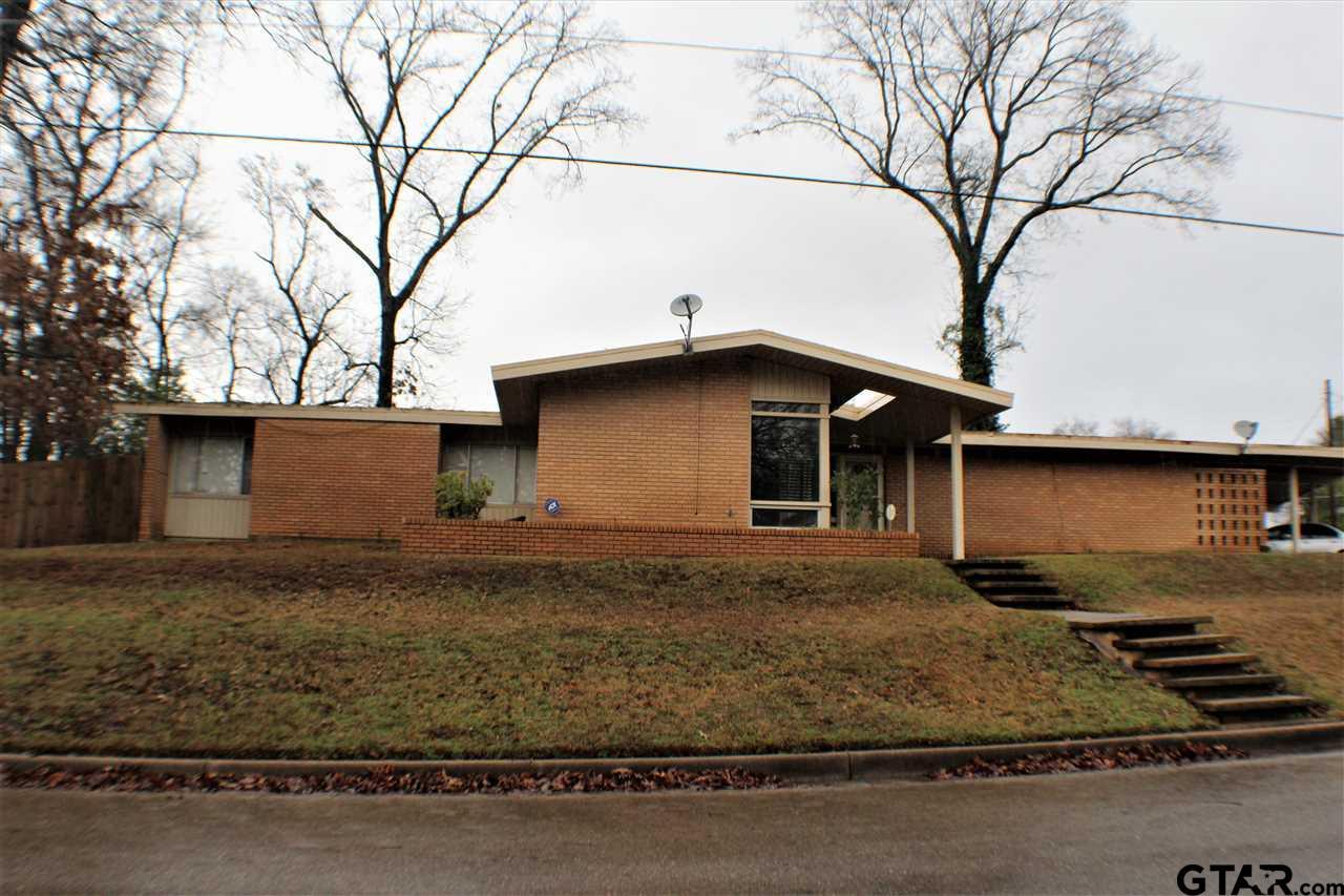 1505 Berry Lane, Longview, TX 75602
