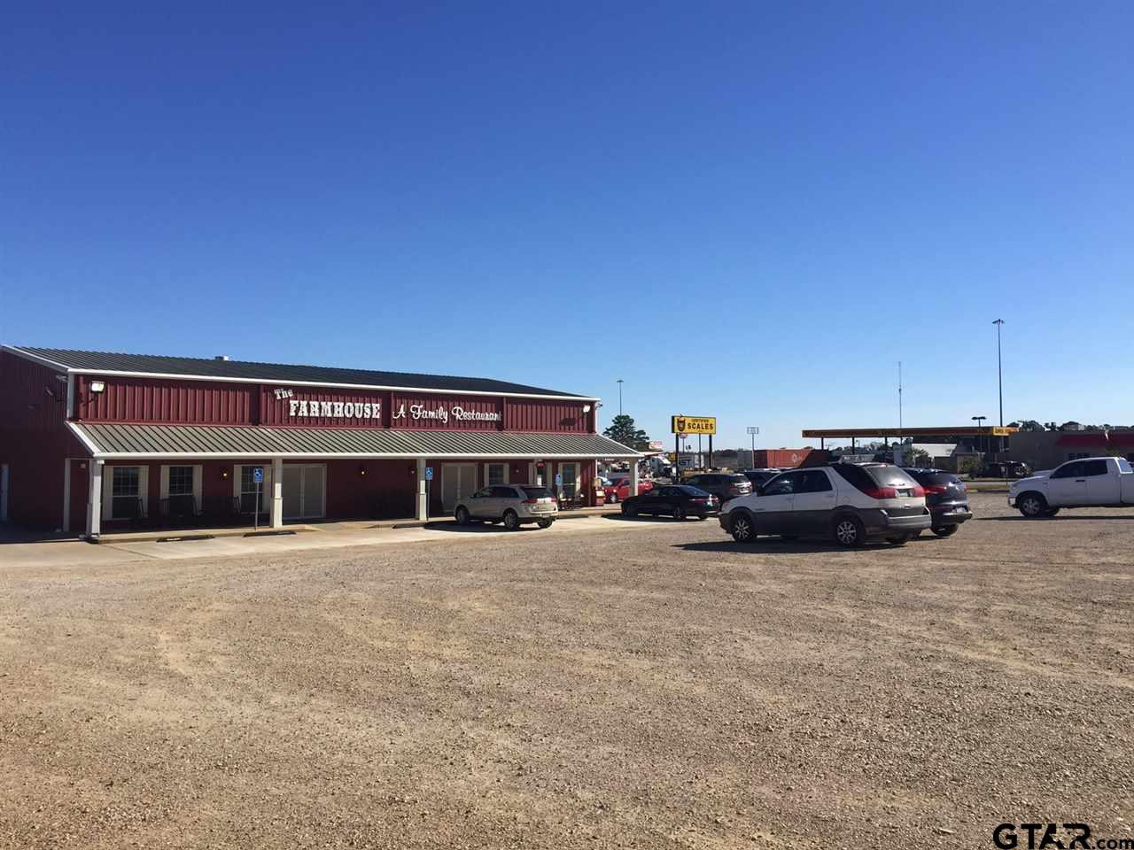 1125 S Oak St., Van, TX 75790