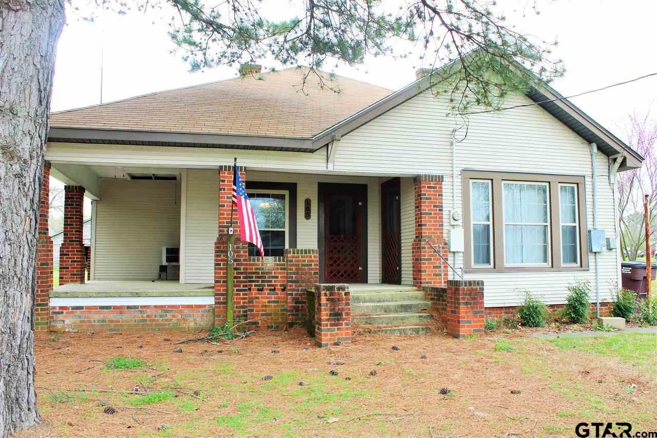 105 W 4th St., Winfield, TX 75493