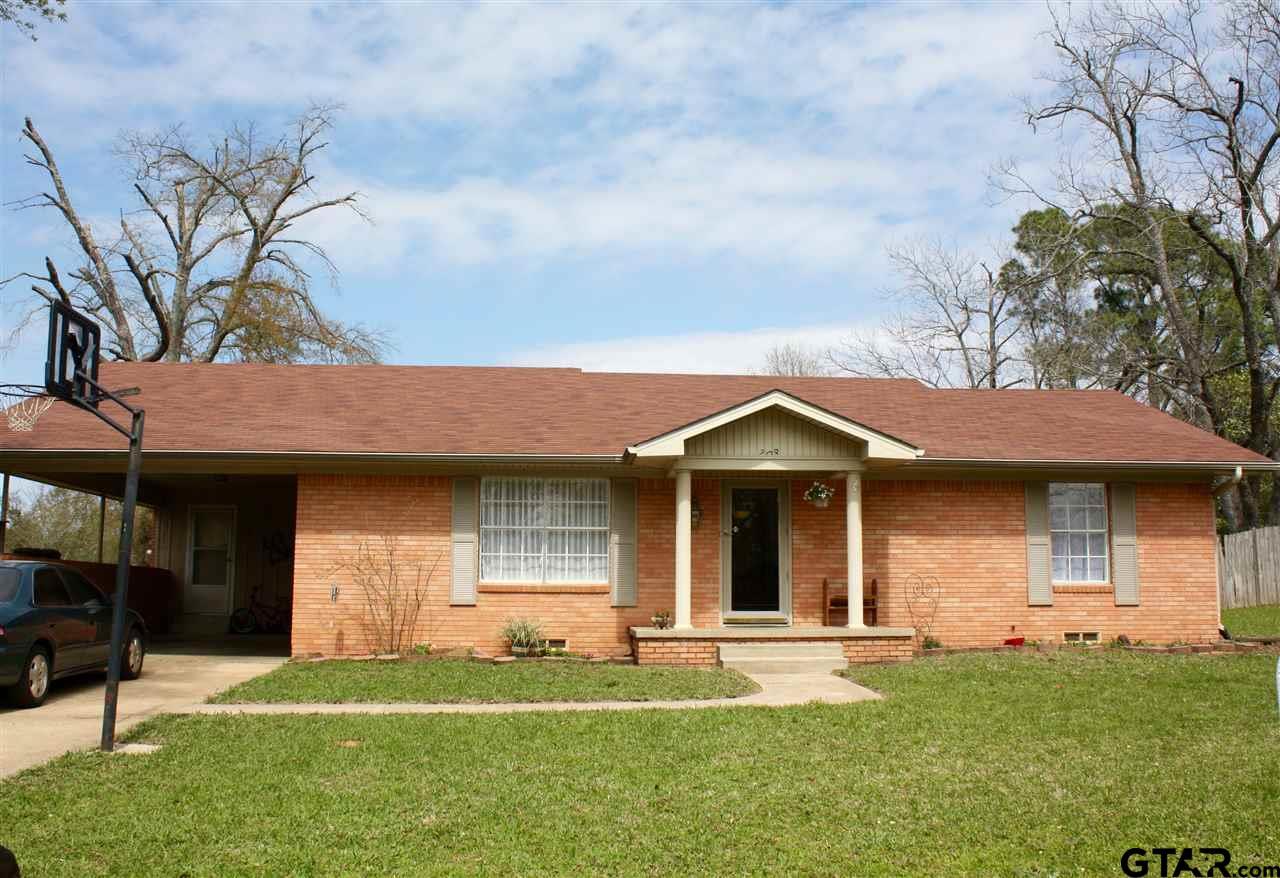 208 W McDavid, Overton, TX 75684
