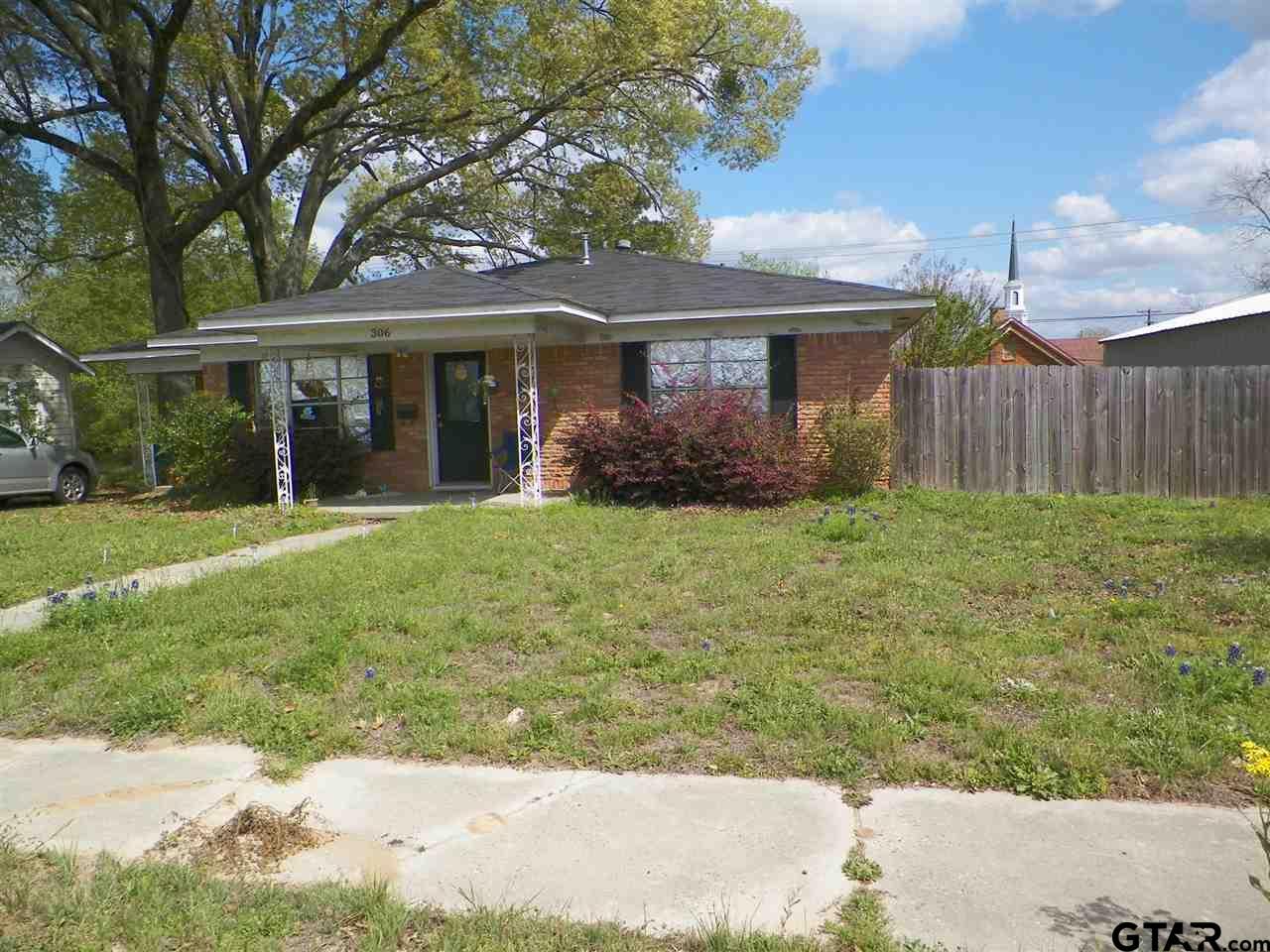 306 N Commerce, Overton, TX 75684