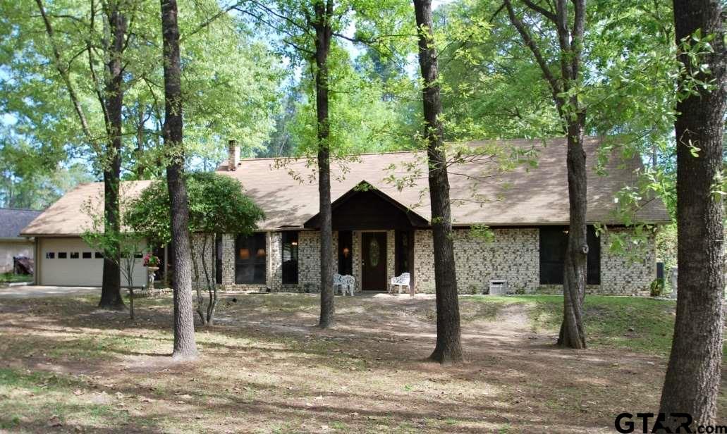 303 Bent Horseshoe Lane, Holly Lake Ranch, TX 75765