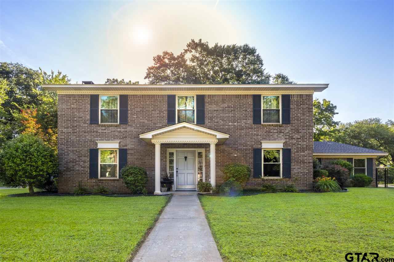 1904 Warwick Circle W, Longview, TX 75601