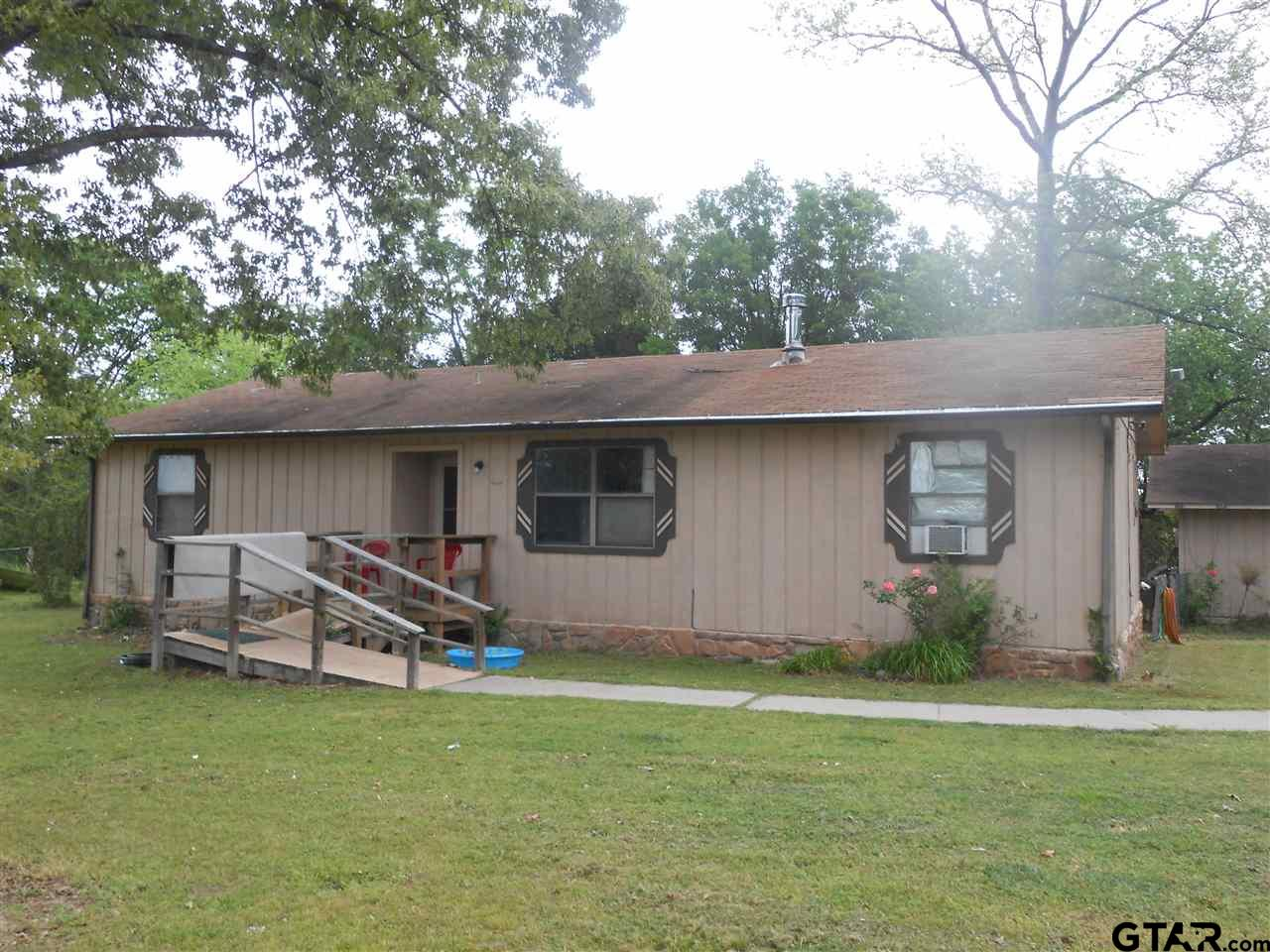 70 County Road 1070, Winfield, TX 75493