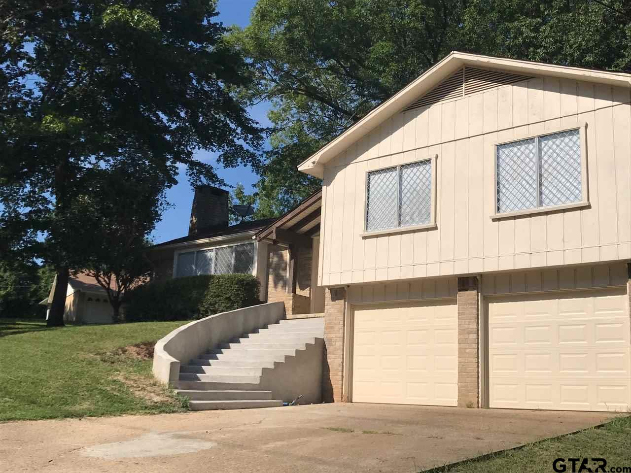 208 N Holiday, Overton, TX 75684