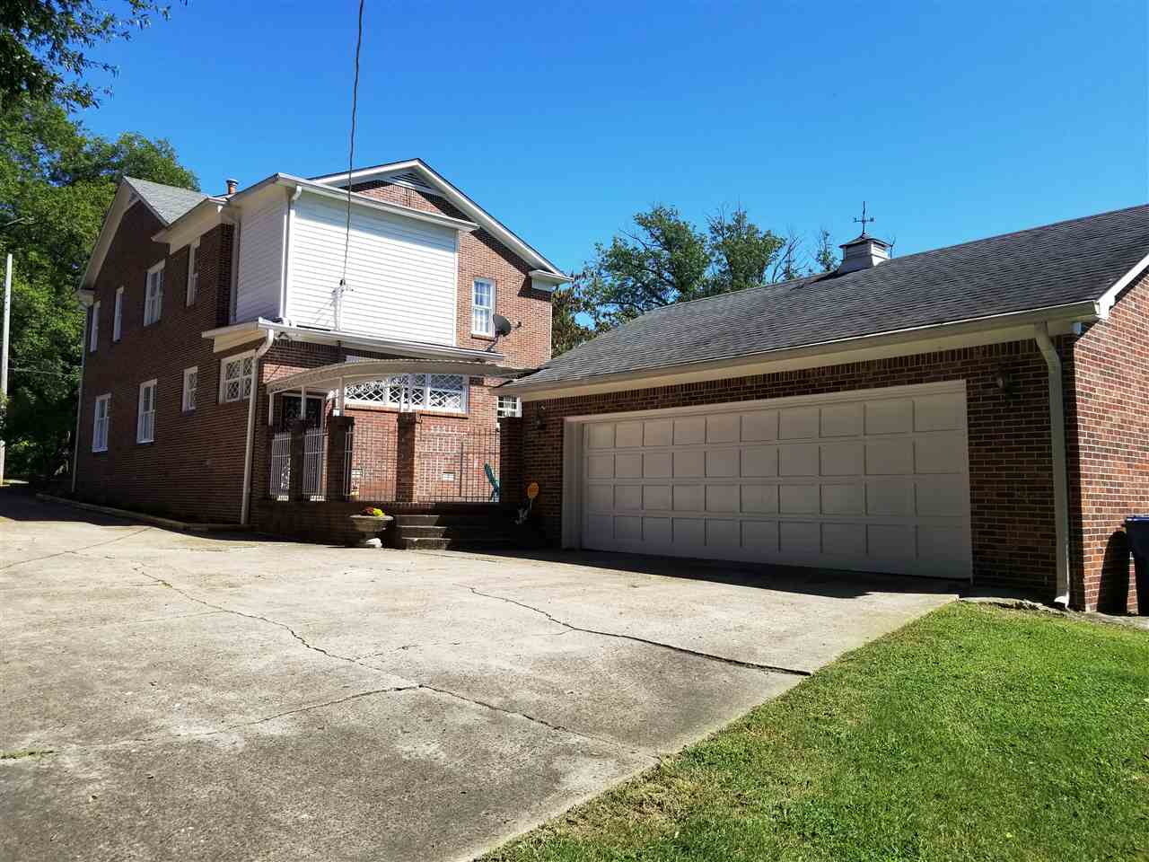 516 S High Street, Trenton, Tennessee 38382, 5 Bedrooms Bedrooms, ,3 BathroomsBathrooms,Residential,For Sale,516 S High Street,190036