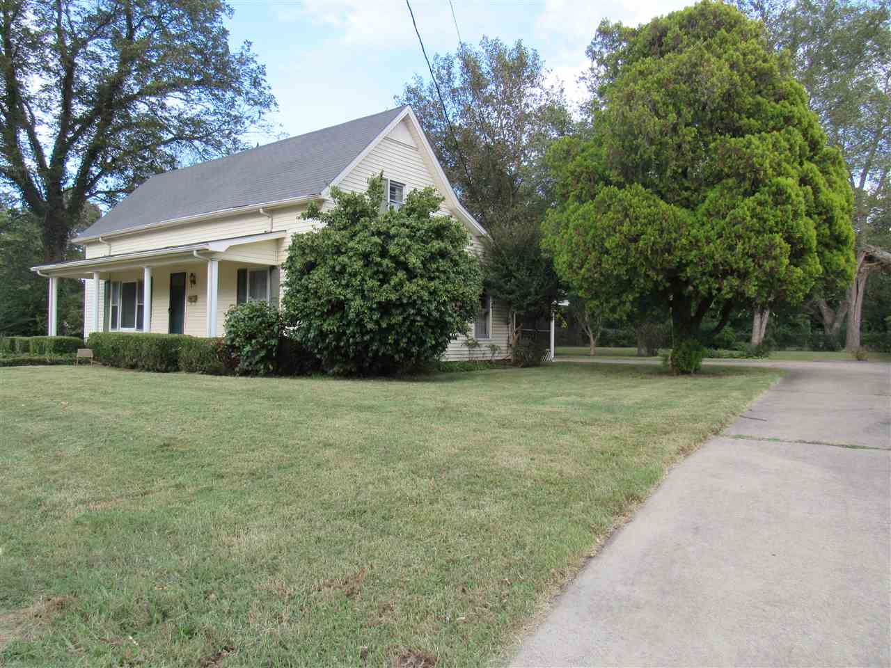 104 Shibley St, Newbern, Tennessee 38059, 2 Bedrooms Bedrooms, ,1 BathroomBathrooms,Residential,For Sale,104 Shibley St,190921