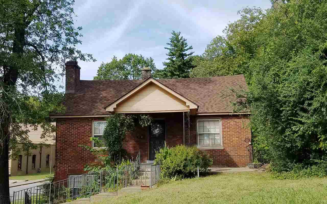 202 College Street, Dyersburg, Tennessee 38024, 3 Bedrooms Bedrooms, ,2 BathroomsBathrooms,Residential,For Sale,202 College Street,205687