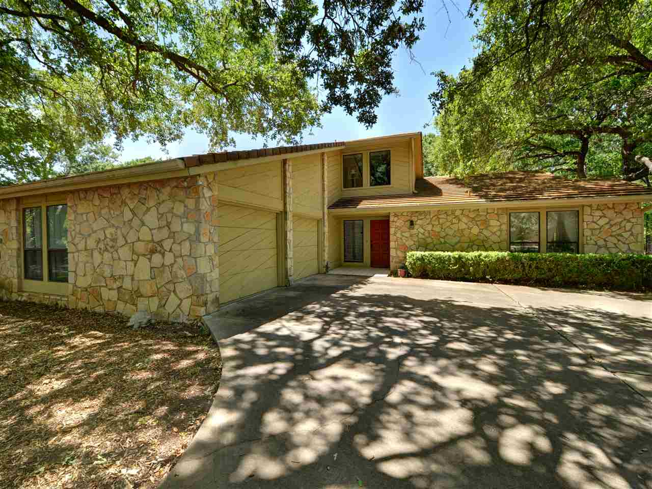 204 Blue Ground Horseshoe Bay Real Estate Home Listings - RE/MAX Horseshoe Bay Resort Sales, Co. Lake LBJ Real Estate